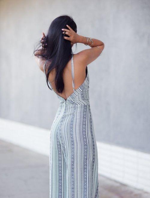Красивые женские платья и топы с открытой спиной
